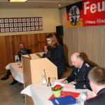 Frauke verliest das Protokoll der Generalversammlung 2012