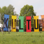 Kultur im Dorf (Ortseingang)